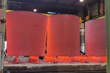 Stahlteile beim Abkühlen nach Normalglühen.